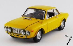 Lancia . 1600 HF Fanalone jaune 1/43