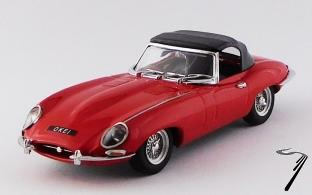 Jaguar . cabriolet rouge - véhicule d'Elton John 1/43