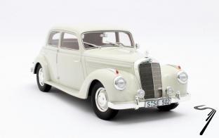 Mercedes . W187 limousine blanc 1/18