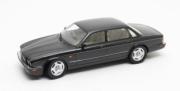 Jaguar . X300 noir métallisé 1/18