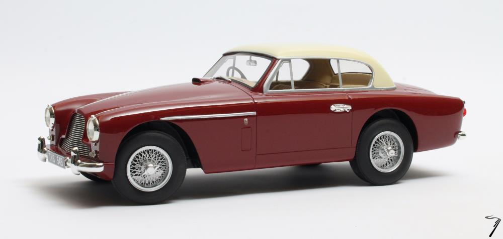 Aston Martin . -4 MKII FHC Notchbach rouge 1/18