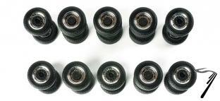 Divers . Set de pneus sur jantes chromés 1/87
