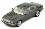 Jaguar . Gris foncé Métallisé RHD 1/43