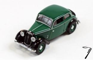 IFA . F8 limousine vert/noir 1/43