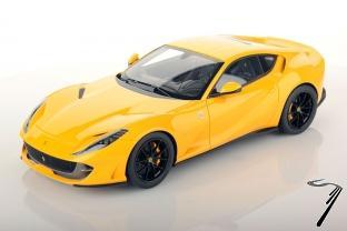 Ferrari 812 Superfast jaune brillant Modena Superfast jaune brillant Modena 1/18