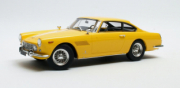 Ferrari . GT - E 2 + 2 Coupe jaune 1/18