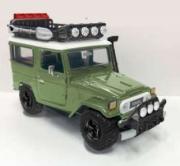 Toyota . 40 vert avec galerie et outils 1/24