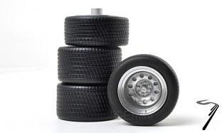 Divers Set de 2 pneus avant et 2 pneus arrière Set de 2 pneus avant et 2 pneus arrière 1/18