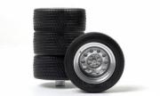 Divers . Set de 2 pneus avant et 2 pneus arrière 1/18