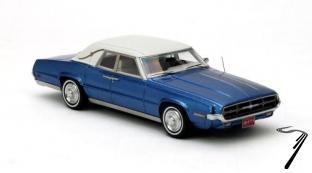 Ford . Landau 4 portes coupe bleue métallisé 1/43