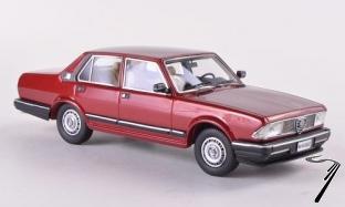 Alfa Romeo . 2500i rouge foncé métallisé 1/43