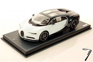 Bugatti Chiron Skyview blanc glacier/bleu métallisé Skyview blanc glacier/bleu métallisé 1/18