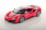 Ferrari Pista rouge bandes bleu/blanches - salon de l'automobile de Genève Pista rouge bandes bleu/blanches - salon de l'automobile de Genève 1/18