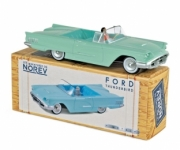Ford . 1960 - Green Adriatic (driver included) 1/43