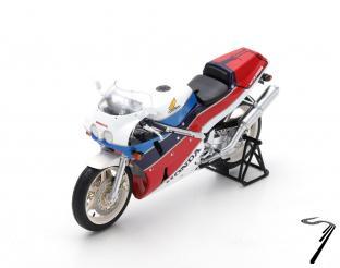 Honda VFR 750R  1/12