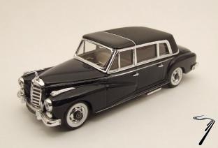 Mercedes . L Noir 1/43