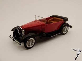 Alfa Romeo . Torpedo Rouge et Noir 1/43