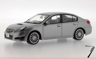 Subaru . B4 argent 1/43