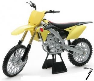 Suzuki RM Z450  1/6
