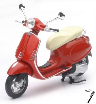 Vespa Primavera couleurs variables  1/12
