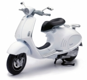 Vespa 946 various colors (black, silver, or white)  1/12